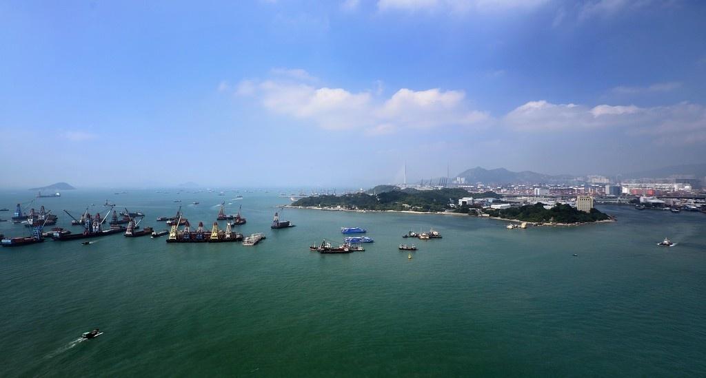 vinh victoria harbour hong kong