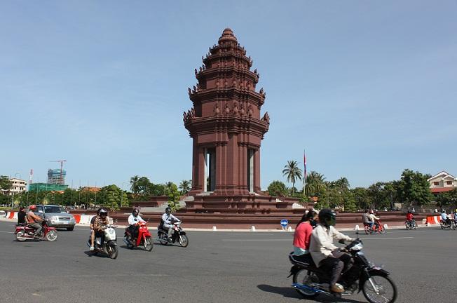 tuong dai doc lap phnom penh 3