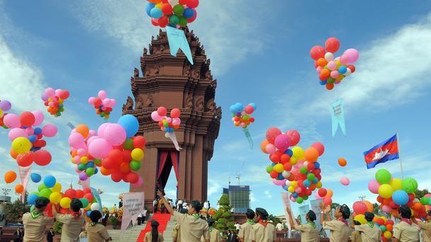 tuong dai doc lap phnom penh 5