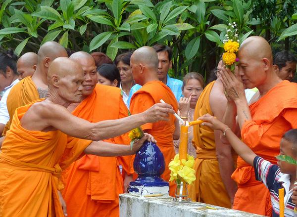le hoi Khao Phansa 2