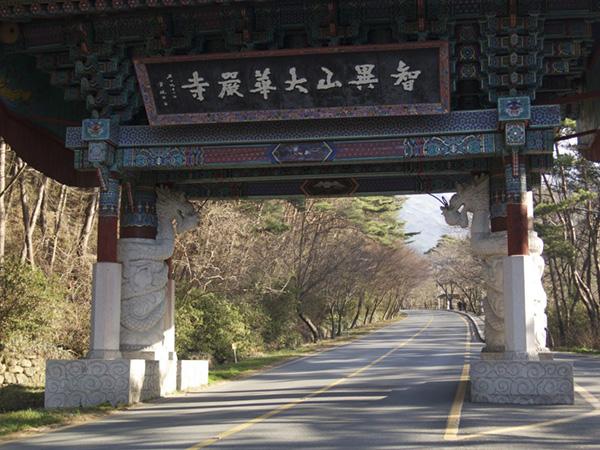 Hwaeomsa Temple 2