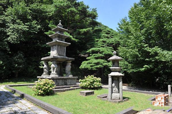Hwaeomsa Temple 4