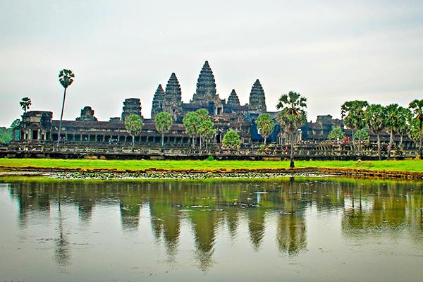 Ngày 2: Tham Quan Siem Reap - Angkor Wat ( Ăn 3 bữa)